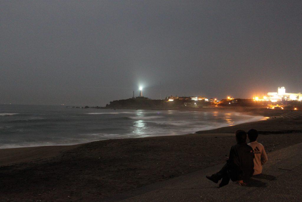 中秋 の 名月 「君ヶ浜 から 見る 犬吠埼 灯台」