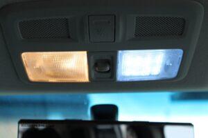 デリカ D5 室内灯 を LED電球 に 交換