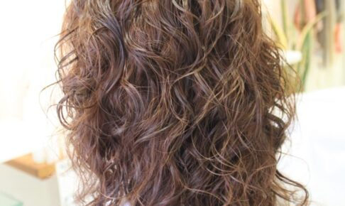 クリープパーマ 中間剤「髪の強度に 疎水化させます」