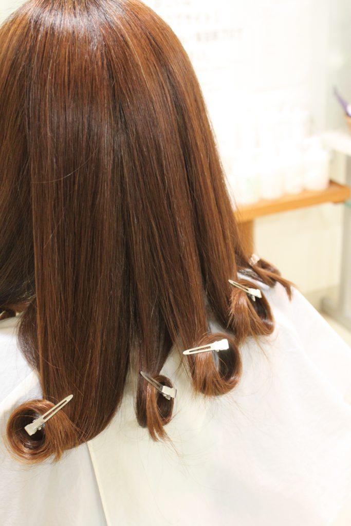 縮毛矯正 「酸性矯正 導入」 ヘア履歴は さまざま 結果は ?