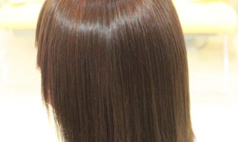微酸性 縮毛矯正 「アルカリ矯正 とは 違って 仕上りが 軽く柔らかい」