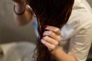 洗髪後 なぜ 乾かすの ?